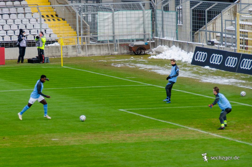 Mereveille-Biankadi-TSV-1860-Aufwärmen-Derby-FC-Bayern-ii