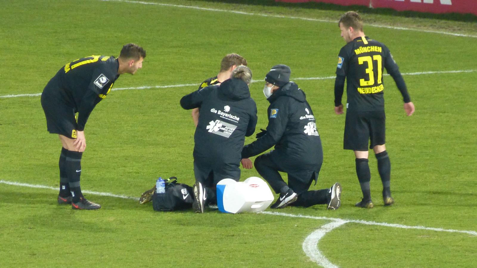 Dennis Dressel am Boden Lübeck TSV 1860
