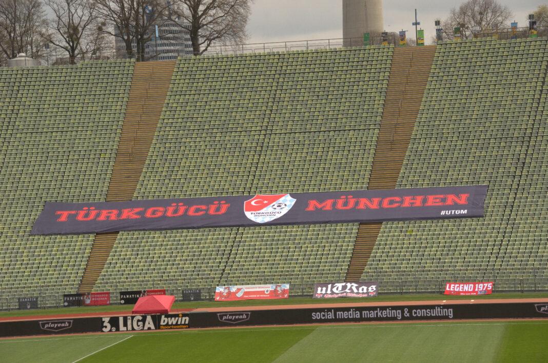 Türkgücü Banner im Olympiastadion München