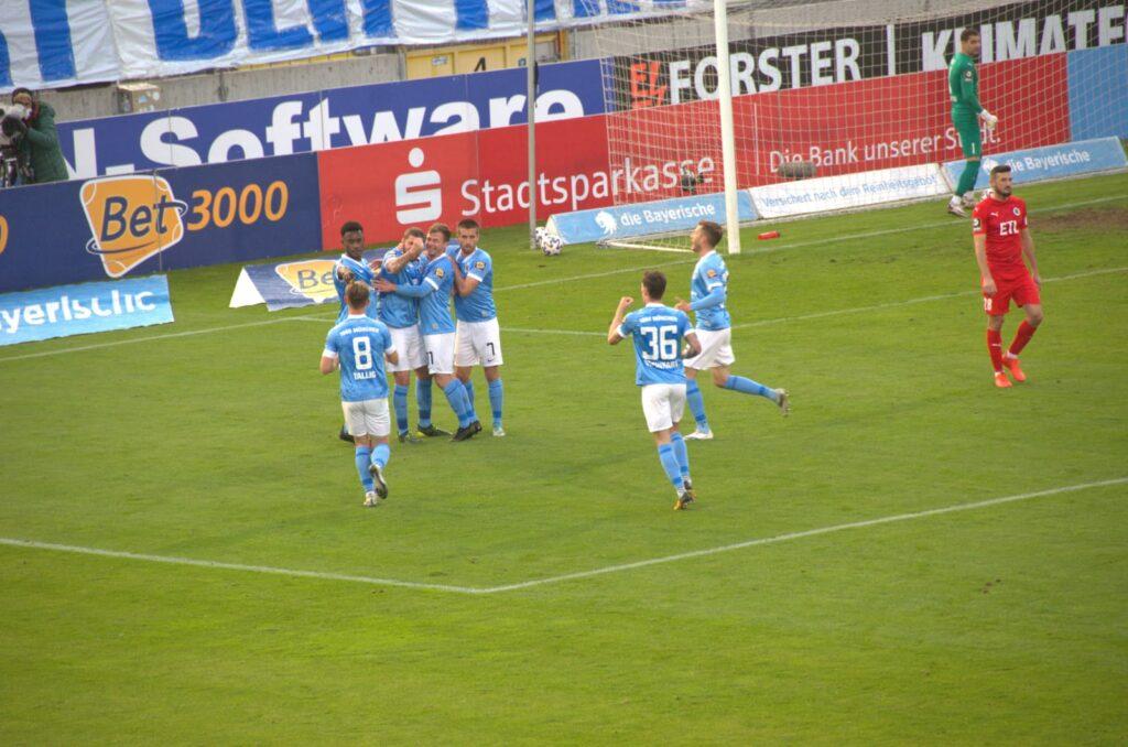 Torjubel 1:0 TSV 1860 Viktoria Köln