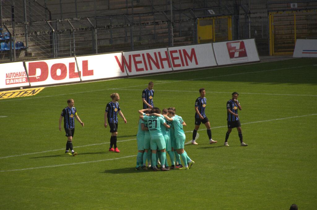 Führung zum 0:1 für 1860 München bei Waldhof Mannheim durch Neudecker