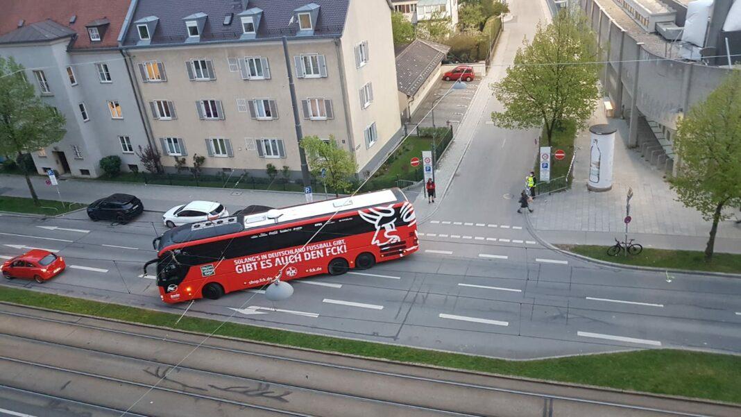 Mannschaftsbus 1.FC Kaiserslautern beim Auswärtsspiel gegen den TSV 1860 München