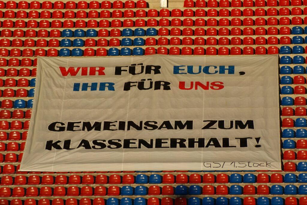 Trotz Banner steigt Unterhaching in die Regionalliga ab