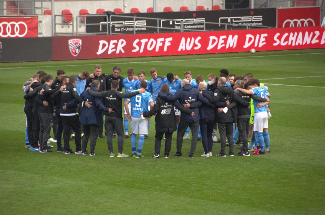 Spielerkreis TSV 1860 München nach Niederlage in Ingolstadt