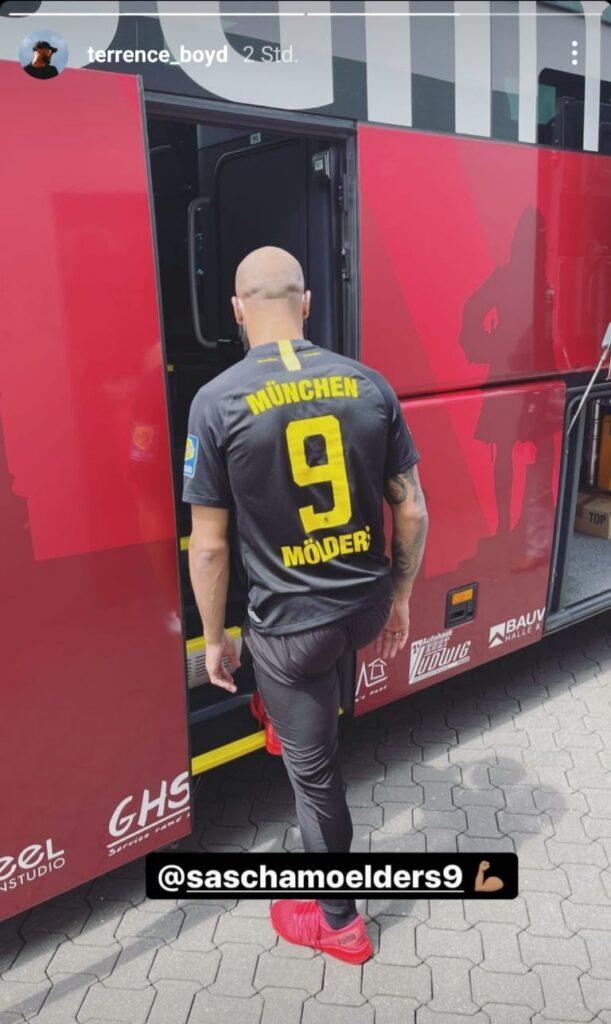 Terrence Boyd im Trikot des TSV 1860 München mit Mölders-Flock auf Instagram