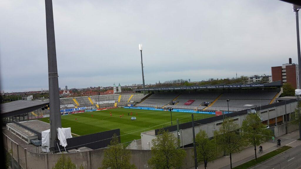 TSV 1860 München gegen den 1.FC Kaiserslautern vor der Partie am 35.Spieltag in der 3.Liga