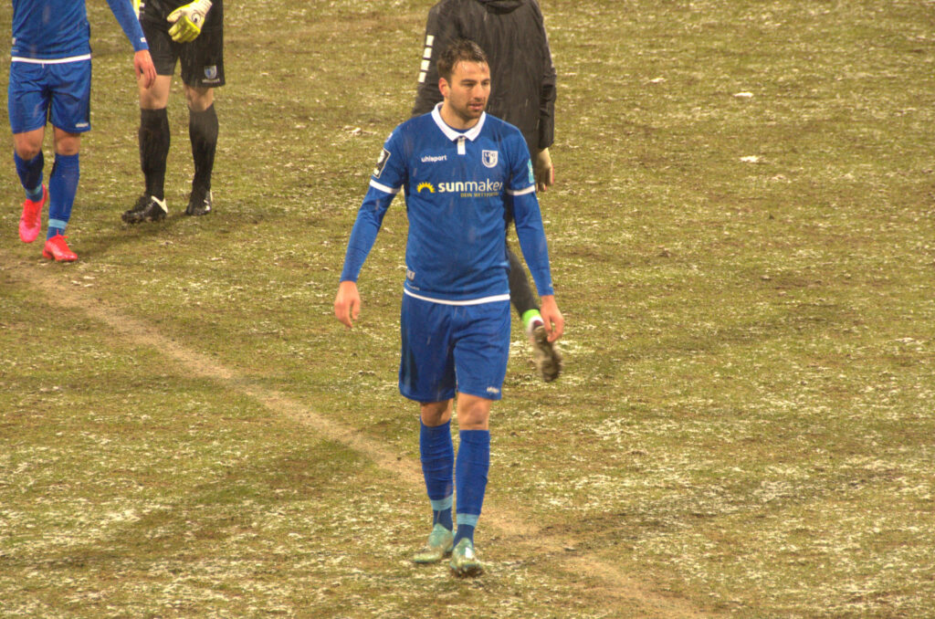 Christian Beck Grünwalder Stadion Rasen mit Schnee