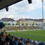 Die Ostkurve mit Fans des BVB