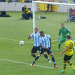 Die Abwehr des TSV 1860 gegen Weltmeister Matthias Ginter
