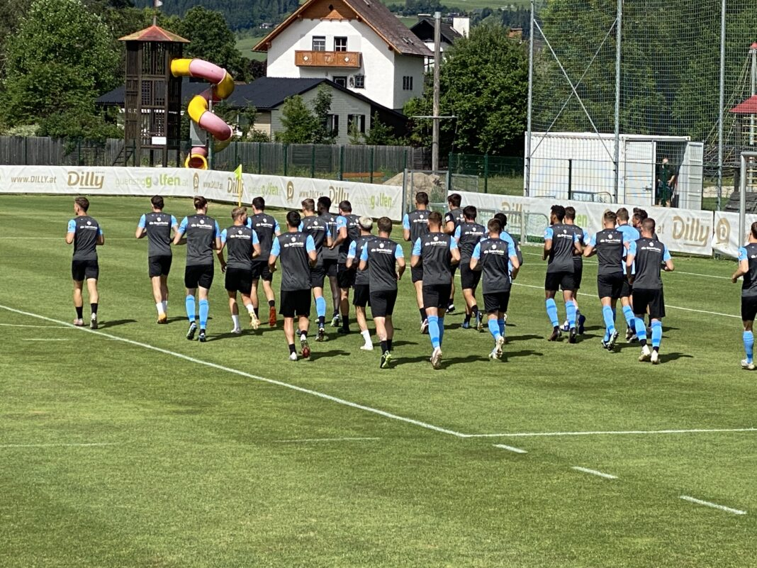 TSV 1860 München Mannschaft läuft im Trainingslager in Windischgarsten