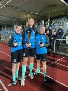 TSV 1860 München Frauenfußball mit Pokal nach Turniersieg in Aschheim