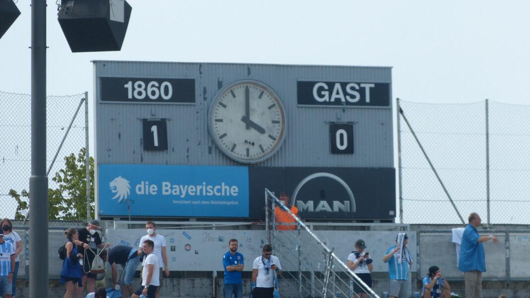 Anzeigetafel Grünwalder Stadion nach Sieg vom TSV 1860 gegen Würzburg