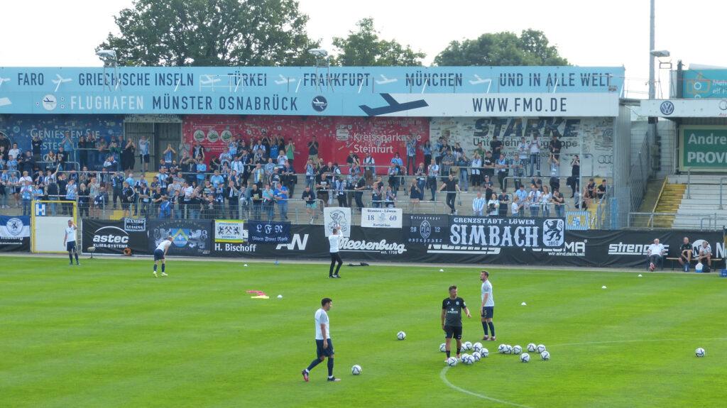 Michael Köllner Bedankt Sich Bei Den Mitgereisten Fans Vom TSV 1860 München In Lotte
